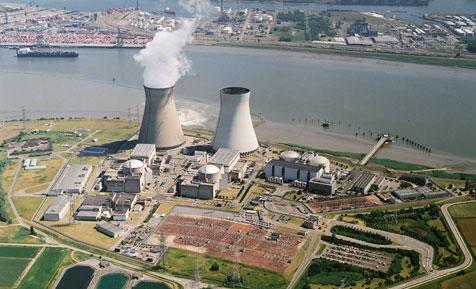 De kerncentrale van Doel - la centrale nucléaire de Doel (bron-source: https://wisenederland.nl/; fotograaf onbekend; photographe inconnu)